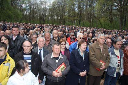 Potomci i poštovaoci žrtava Jasenovca došli su u velikom broju u Donju Gradinu