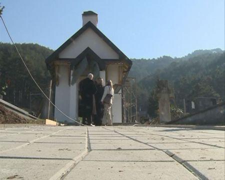 Spomen kapela za srpske žrtve na pravoslavnom groblju u Konjicu
