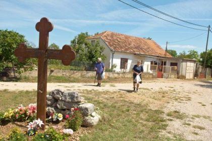 Spomen krst pobijenim Srbima u Varivodama