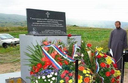 Spomenik na mjestu masovne grobnice Kamen kod Glamoča