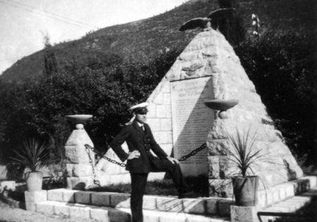 Spomenik stradalim avijatičarima Kraljevine Jugoslavije u Kumboru.
