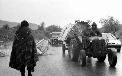 Kolona izbjeglica bježi iz Zapadne Slavonije maja 1995.