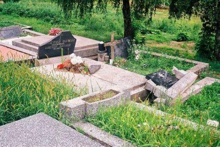 Srušen srpski spomenik
