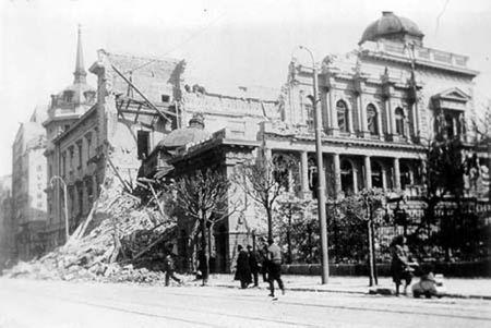 Srušene zgrade poslije njemačkog bombardovanja Beograda 1941.