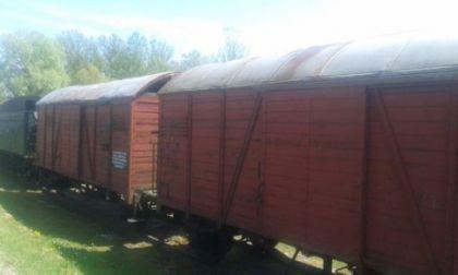 Lokomotiva i vlak Hrvatske državne železnice kojom su dovoženi logoraši