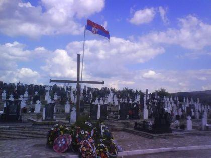 Srpsko vojničko groblje u Bratuncu (Foto: 1389.org.rs)