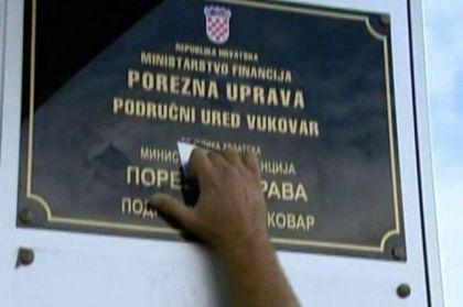 Uništavanje ćiriličnih tabli u Vukovaru