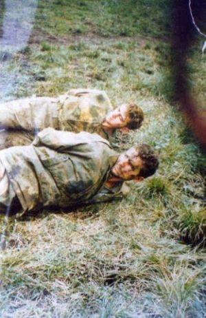 Zarobljeni srpski vojnici pred pogubljenje