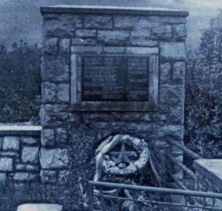 У Руjанима jе своjевремено подигнут споменик страдалим Србима, али ту никада ниjе сахрањена ниjедна српска кост jер власт ниjе допуштала да их изваде из jама и неопоjених рака
