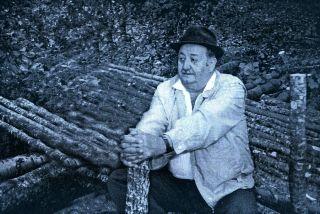 Mićo Radeta nad jamm u Tušnici u ljeto 1991. godine