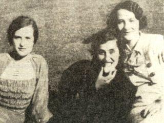 DOBRILA BAILO (u sredini) na jednom predratnom izletu na Bašajkovcu iznad Livna