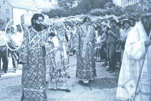 DEJAN LAGANIN (označen) prilikom sahrane posmrtnih ostata žrtava ustaškog genocida u Livnu 11.avgusta 1991. godine