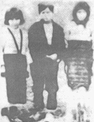 Iz jame Bikuše je spašeno i troje djece: (s lijeva na desno) MARA CRNOGORAC, MIĆO i ANĐA ERCEG (snimljeni su iznad same jame u jesen 1944. godine