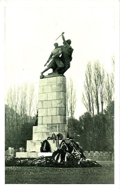 Spomenik prvih regruta u Skoplju