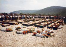 Kosti Mučenika iz Donje Hercegovine pred polaganje u kriptu Hrama u Prebilovicma - Kosti Mučenika iz Donje Hercegovine pred polaganje u kriptu Hrama u Prebilovicma
