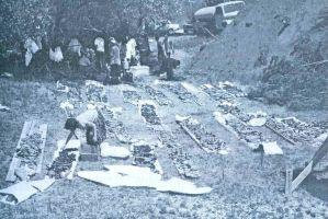 Stravična slika pripremanja kostiju žrtava iz Prologa za sahranu poslije pedeset godina