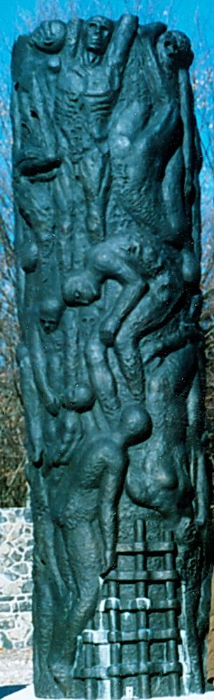 Spomenik Jadovinskim žrtvama kod Šaranove jame na Velebitu, R.Hrvatska, rad akademskog kipara Ratka Petrića iz Zagreba, podignut je 12.10.1988., srušen i nestao tokom poslednjeg rata.