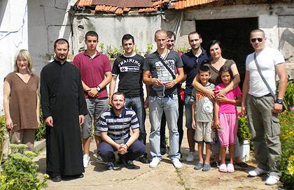 Udruženim snagama u subotu 14. avgusta 2010. sprovedena je još jedna u nizu velikih humanitarnih akcija na području srpske Krajine.