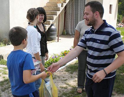 Udruženim snagama u subotu 14. avgusta 2010.sprovedena je još jedna u nizu velikih humanitarnih akcija na području srpske Krajine.