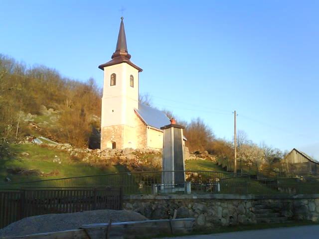 Hram Rođenja Presvete Bogorodice (1894) i Spomen kosturnica u Mlakvi (1955)