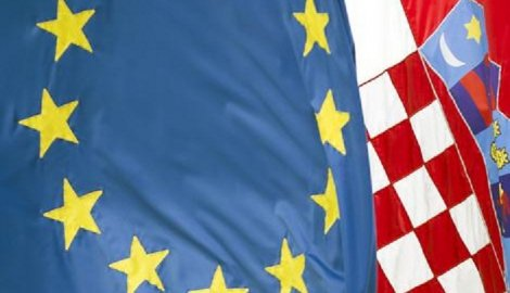 https://jadovno.com/tl_files/ug_jadovno/img/kompleks_jadovno/hrvatska-eu-zastave.jpg