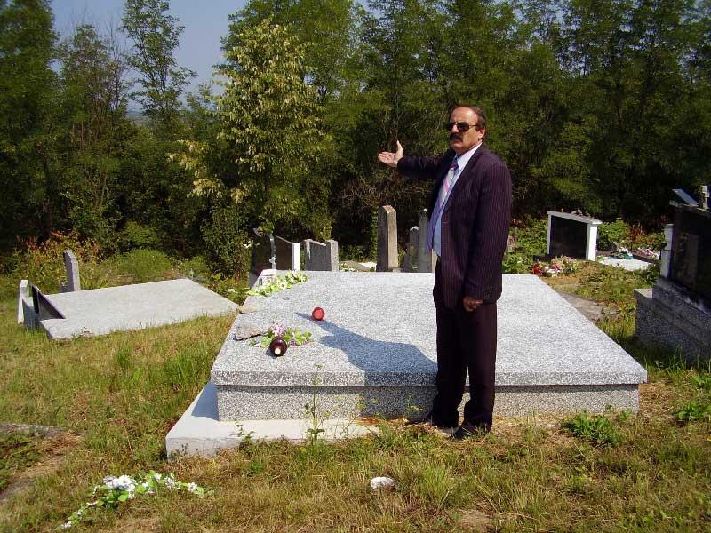 Grabovac_grobnice.jpg