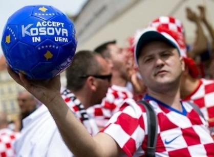 hrvatski-navijac-kosovo.jpg