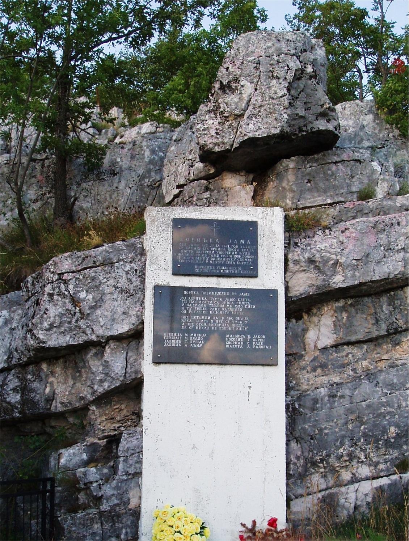 Spomenik iznad Koritske jame