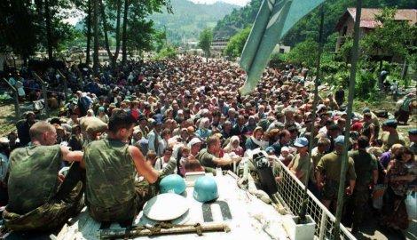 Civili oko vozila Unprofora, Srebrenica