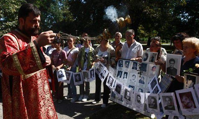 https://jadovno.com/tl_files/ug_jadovno/img/otadzbinski_rat_novo/2014/Porodice_nestalih_Srba_na_Kosovu_i_Metohiji.jpg