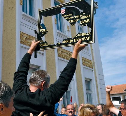 https://jadovno.com/tl_files/ug_jadovno/img/otadzbinski_rat_novo/2014/Vukovar_cirilicne_table.jpg