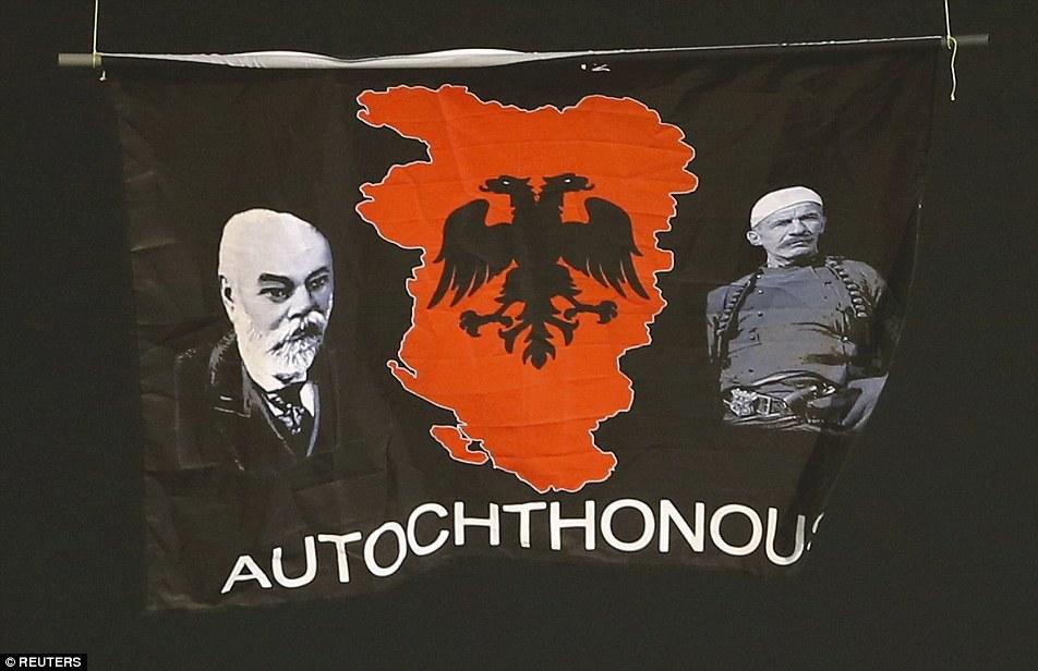 Oktobar 14-ti, Srbija. Dan kada je Nacističku zastavu zaštitila FIFA i američki pasoš