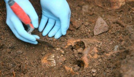 https://jadovno.com/tl_files/ug_jadovno/img/otadzbinski_rat_novo/2014/masovna-grobnica.jpg