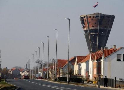 https://jadovno.com/tl_files/ug_jadovno/img/otadzbinski_rat_novo/2014/vukovar_toranj.jpg