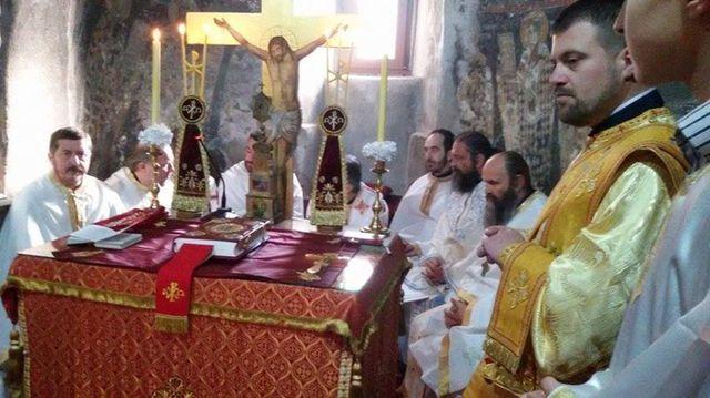 https://jadovno.com/tl_files/ug_jadovno/img/otadzbinski_rat_novo/2015/Mitropolit_Amfilohije_sluzio_liturgiju.jpg