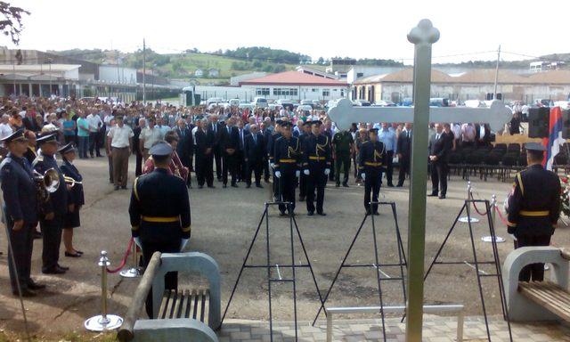 Polaganje vijenaca kod Spomen-krsta u Kozarskoj Dubici
