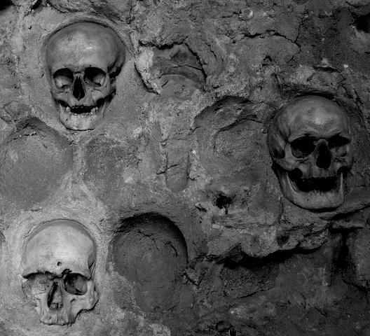 https://jadovno.com/tl_files/ug_jadovno/img/preporucujemo/2012/cele-kula-nis-lobanje-skulls.jpg