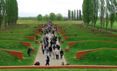 https://jadovno.com/tl_files/ug_jadovno/img/preporucujemo/2012/spomen-park-sremski-front.jpg