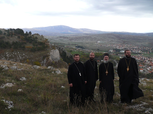 https://jadovno.com/tl_files/ug_jadovno/img/preporucujemo/2013/episkop-atanasije-u-livnu.JPG