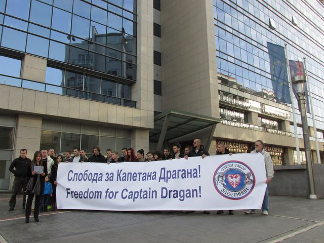 https://jadovno.com/tl_files/ug_jadovno/img/preporucujemo/2014/Zavetnici_pred_australijskom_Ambasadom_u_Beogradu.jpg