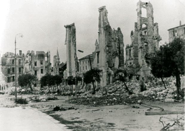 https://jadovno.com/tl_files/ug_jadovno/img/preporucujemo/2014/bomb-beograd-1944-3.jpg
