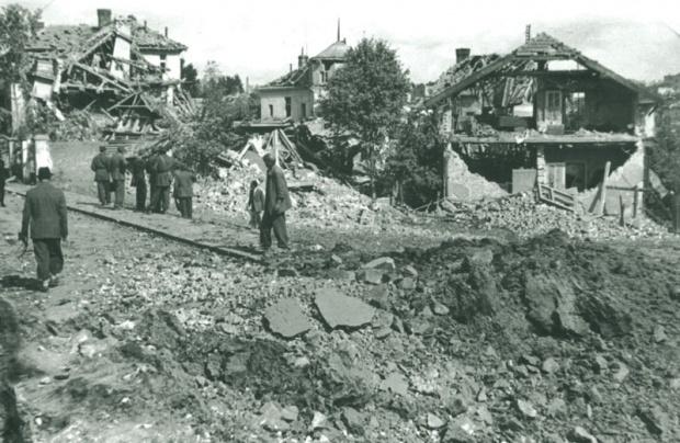 https://jadovno.com/tl_files/ug_jadovno/img/preporucujemo/2014/bomb-beograd-1944-noseca.jpg