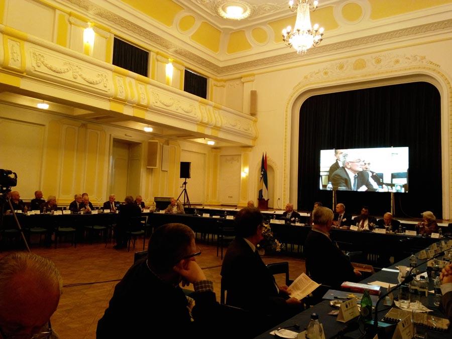 https://jadovno.com/tl_files/ug_jadovno/img/preporucujemo/2014/konferencija-djuro-zatazalo.jpg