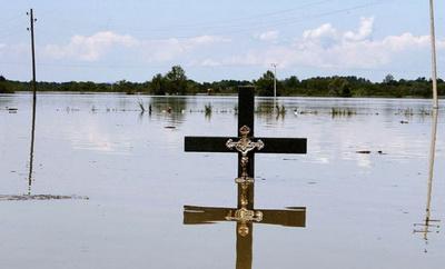https://jadovno.com/tl_files/ug_jadovno/img/preporucujemo/2014/poplava-srbija-krst.jpg
