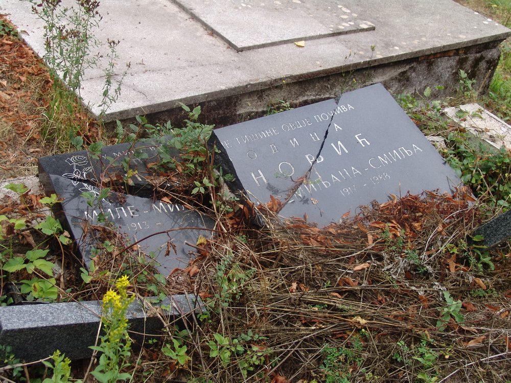 https://jadovno.com/tl_files/ug_jadovno/img/preporucujemo/2014/smiljan-devastirano-srpsko-groblje.jpg