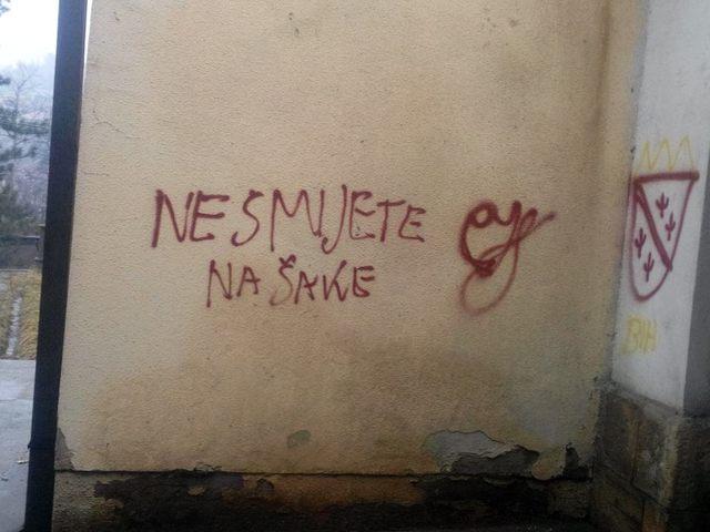 https://jadovno.com/tl_files/ug_jadovno/img/preporucujemo/2015/Grafiti_na_pravoslavnoj_crkvi_u_Visokom.jpg