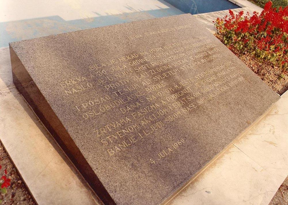 GLINA-spomen-dom-i-spomen-ploča