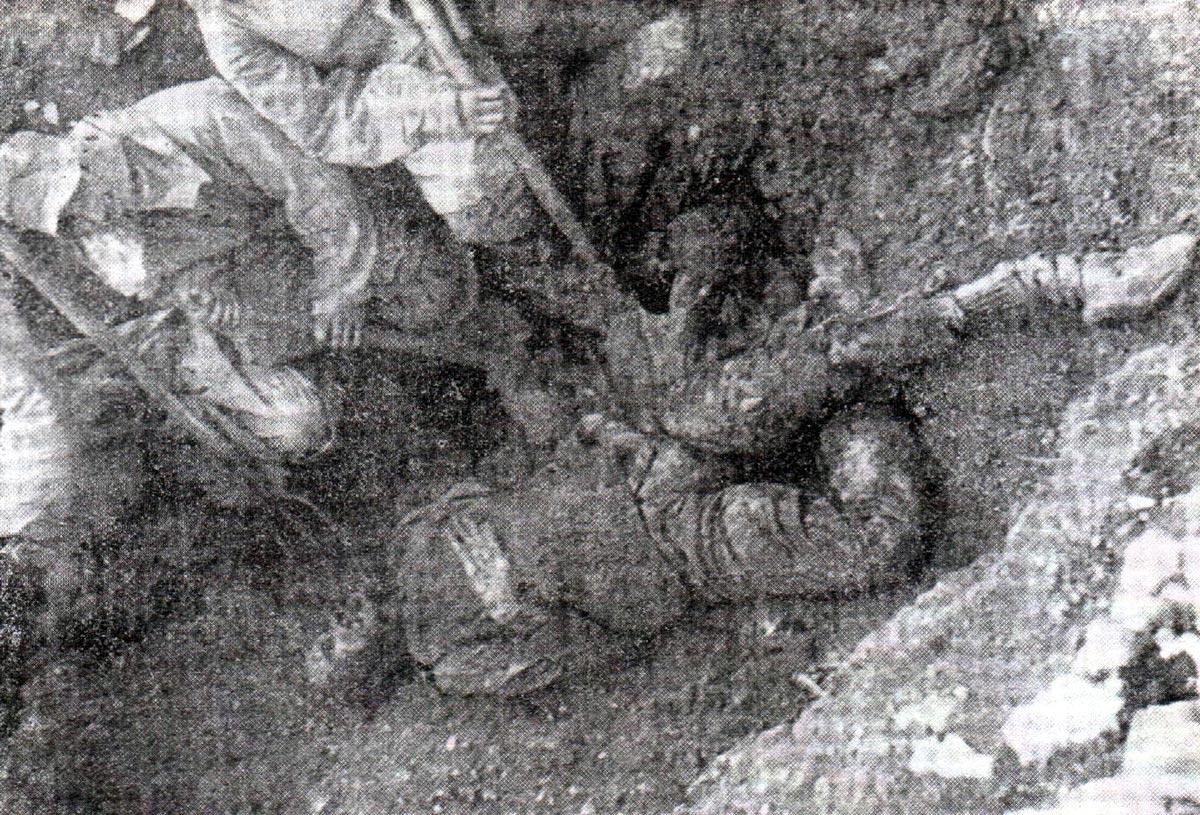 Leš odrasle muške osobe ekshumiran iz masovne grobnice na ostrvu Pag u Hrvatskoj. Trattamento degli Italiani da parte Jugoslava dopo l`8. settembre 1943 (Editore Palladino), str. 150-b.