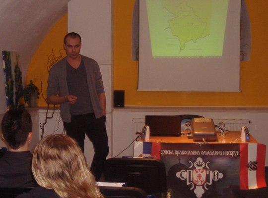 Na slici: Predavač Marko Miloradović odgovara na pitanja