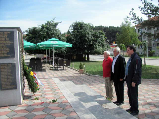 Delegacija sokolačkog Udruženja potomaka i poštovalaca srpskih dobrovoljaca od 1912. do 1918. godine položila je vjenac na spomenik solunskim dobrovoljcima.